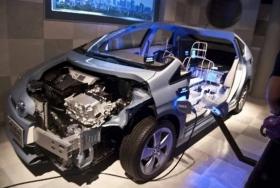电动车新能源汽车该保养了,去4S店好还是去维修厂好?